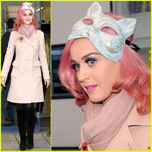 Katy Perry: Halloween Cat Mask!