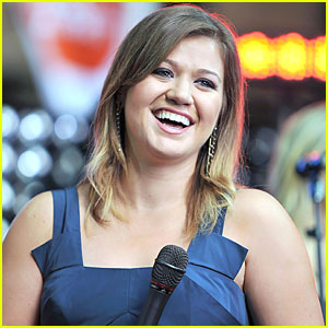Kelly Clarkson's 'The War is Over' - FIRST LISTEN