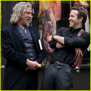 Ryan Reynolds & Jeff Bridges: Chuckling Co-Stars!