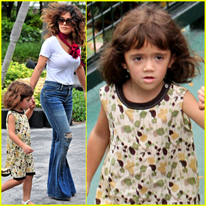 Salma Hayek: Miami Seaquariam with Valentina!