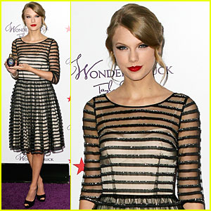 Taylor Swift: 'Wonderstruck' Launch at Macy's!