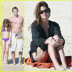 Cindy Crawford: Family Time in Mexico Beach!