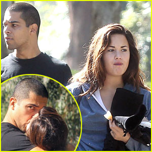 Demi Lovato & Wilmer Valderrama: Kissing Couple