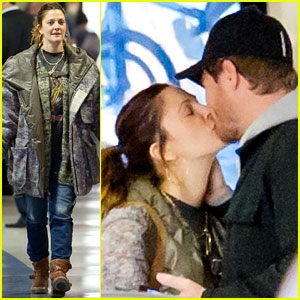 Drew Barrymore & Will Kopelman: Airport Kisses!