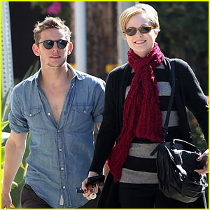 Evan Rachel Wood & Jamie Bell: Sunday Strollin' Sweethearts!