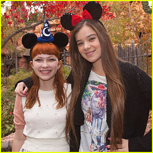 Hailee Steinfeld & Tavi Gevinson: Disneyland Duo