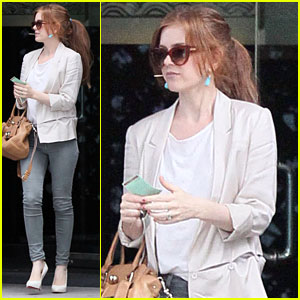 Isla Fisher: Lunch at Mr. Chow!