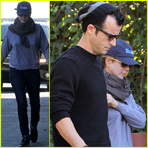 Jennifer Aniston & Justin Theroux: Dog Walking Duo!