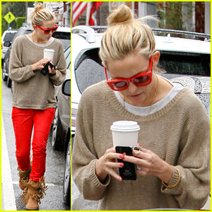 Kate Hudson: Rainy Coffee Run with Matt Bellamy