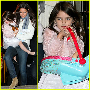 Katie Holmes & Suri: Nighttime in NYC