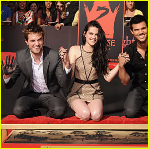 Kristen Stewart &#038; Robert Pattinson: Hand and Footprint Ceremony!