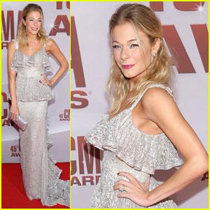 LeAnn Rimes - CMA Awards 2011 Red Carpet