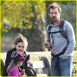 Maggie Gyllenhaal & Peter Sarsgaard: Central Park Pair