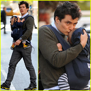 Orlando Bloom Framed His Love Letters For Miranda Kerr!