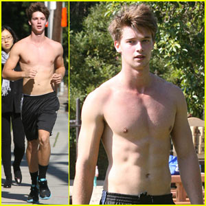 Patrick Schwarzenegger: Shirtless Run