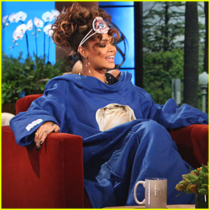 Rihanna Wears Snuggie on 'Ellen'