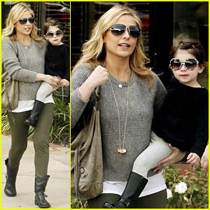 Sarah Michelle Gellar Shops With Charlotte