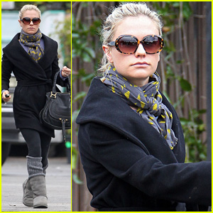 Anna Paquin: Morning Pilates Workout!