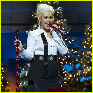Christina Aguilera: Have Yourself A Merry Little Christmas! (Video)