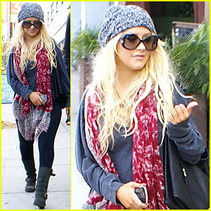 Christina Aguilera: Happy Holidays To My Fans!