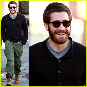 Jake Gyllenhaal: Saturday Stroll with a Friend
