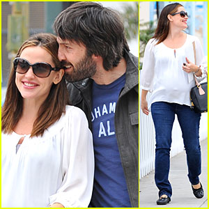 Jennifer Garner & Ben Affleck Smile in Santa Monica
