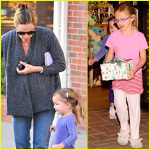 Jennifer Garner: Christmas Eve Shopping at Limonaia!