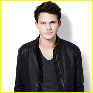 Jeremy Irvine Interview - Exclusive