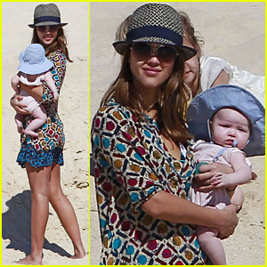 Jessica Alba: Beach Day with Honor & Haven!