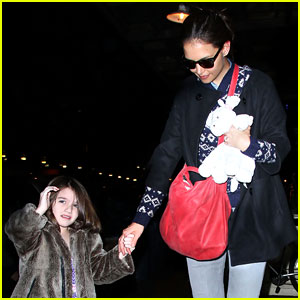 Katie Holmes & Suri: Mommy-Daughter Dinner!