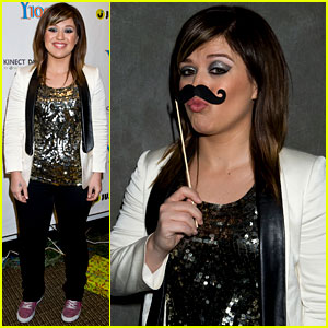 Kelly Clarkson: Recording a Duet with Demi Lovato!
