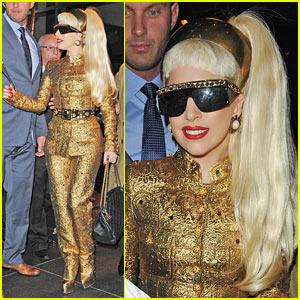 Nicki Minaj Kissing  Boyfriend on Lady Gaga  New   S Year   S Eve Performance On The Way    Lady Gaga