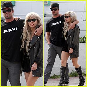 Lady Gaga & Taylor Kinney: PDA!