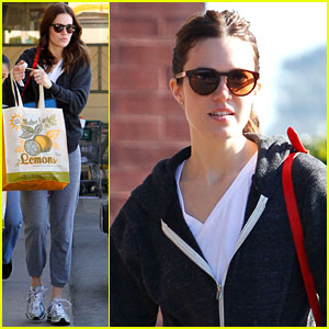 Mandy Moore Shops at Mother Earth