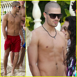 Max George: Shirtless with The Wanted!