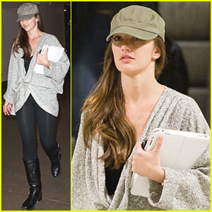 Minka Kelly Shows Support for Troops