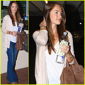 Minka Kelly: Manicure with a Friend!