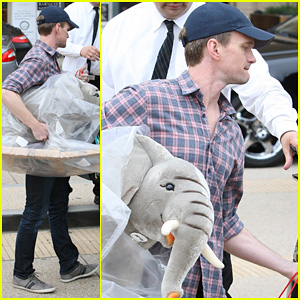 Neil Patrick Harris: Christmas Shopping in Beverly Hills!