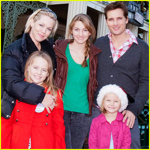Jennie Garth & Peter Facinelli: Disneyland With the Family!
