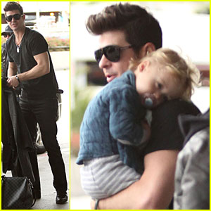 Robin Thicke & Julian Catch a Flight