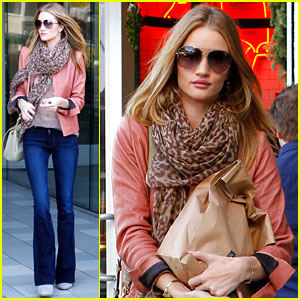 Rosie Huntington-Whiteley Prepares for Christmas Dinner