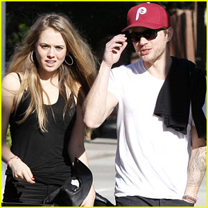Ryan Phillippe: Lunch With A Mystery Gal!