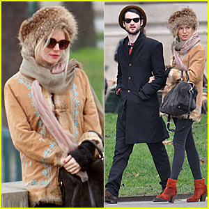 Sienna Miller & Tom Sturridge: Petit Palais in Paris!