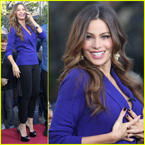 Sofia Vergara: 'Extra' Fashion Show at The Grove!