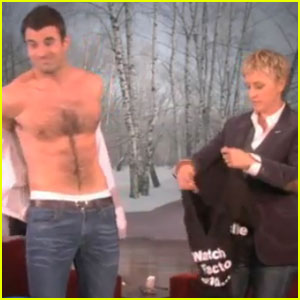 Steve Jones: Shirtless on 'The Ellen DeGeneres Show'!