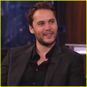 Taylor Kitsch Talks Hockey Fights & Fake Teeth on 'Kimmel'