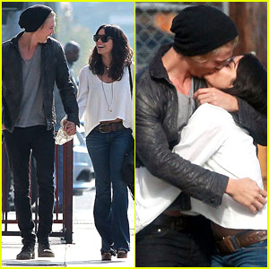 Vanessa Hudgens & Austin Butler: Kiss Kiss!