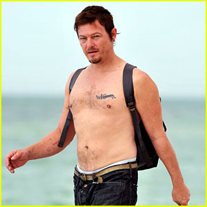 Walking Dead's Norman Reedus: Shirtless Beach Stroll!
