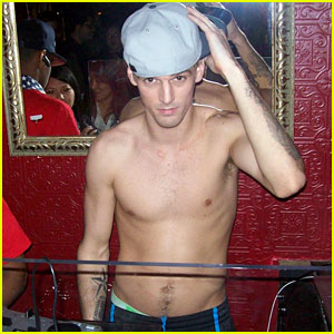 Aaron Carter: Shirtless DJ at Angels & Kings!