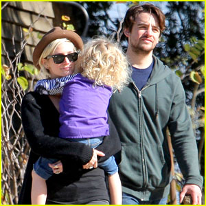 Ashlee Simpson & Vincent Piazza: Park Playtime with Bronx!